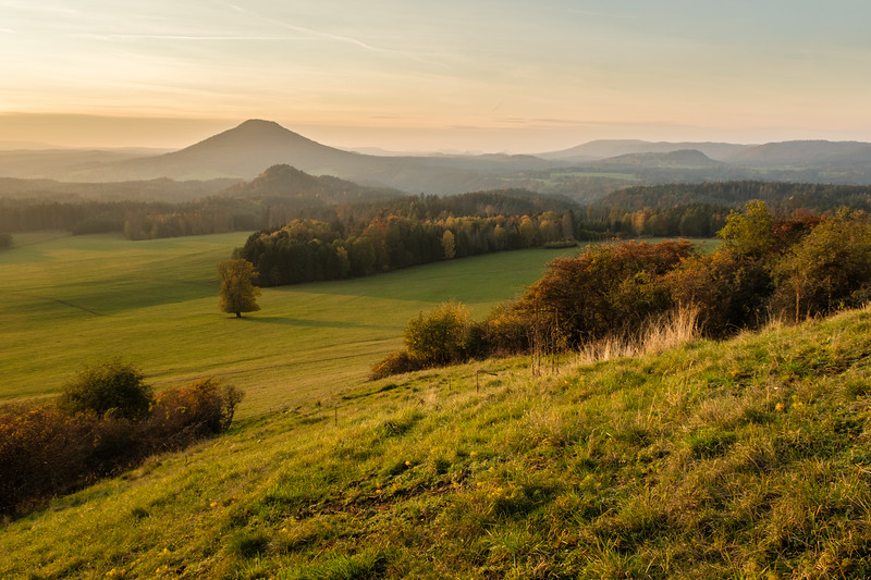 Pohled z Větrného vrchu na Růžovský vrch