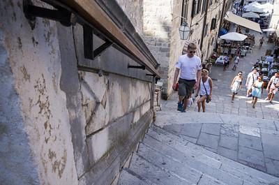 Kostel sv. Ignáce Barokní schodiště spojuje Gunduličovo náměstí s náměstím Ruđera Boškoviće, kde stojí kostel sv. Ignáce.
