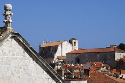 Kostel sv. Ignáce Kostel svatého Ignáce nebo také jezuitský kostel je dílem proslulého architekta, malíře a jezuity Ignáce Pozza, který na kostele sv. Ignáce pracoval v letech 1699-1703. Práce na kostele byly dokončeny v roce 1725 a kostel otevřen v roce 1729. Stavbu kostela a přilehlé jezuitské koleje sponzorovala známá Dubrovnická rodina Gundulić.