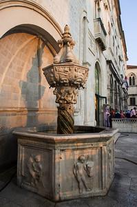 Malá Onofriova fontána