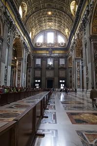 Hlavní loď baziliky sv. Petra