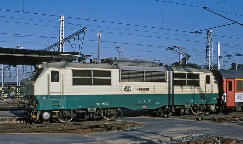 CD 151-016 is arriving at Praha Hlavni on 22 September 2005