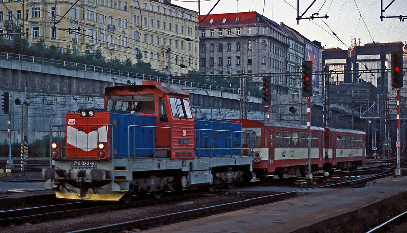 One of the more unusual rebuilds are the ex-class 735 diesels - now rebuilt as Class 714. They work local passenger services with a short train of 4 wheel railcar trailers. CD 714-023 is seen entering Praha Hlavni on 22 September 2005