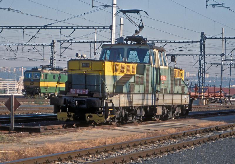 CD 110-018 is parked at Praha Hlavni on 22 September 2005
