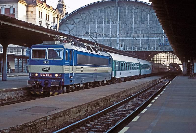CD 362-122 is seen in the early morning of 22 September 2005 at Praha Hlavni