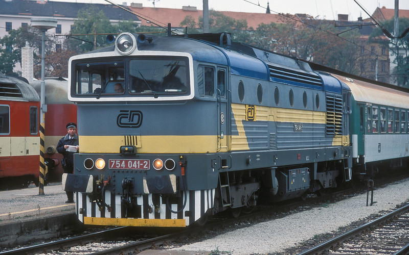 The conductor passes up the train details to the driver as 754-041 waits to leave Brno HN on 6 November 2006