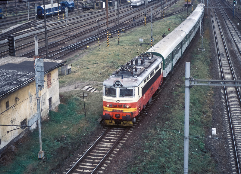 CD 242-272 arrives at Brno Malomerice with a northbound local service on 6 November 2006