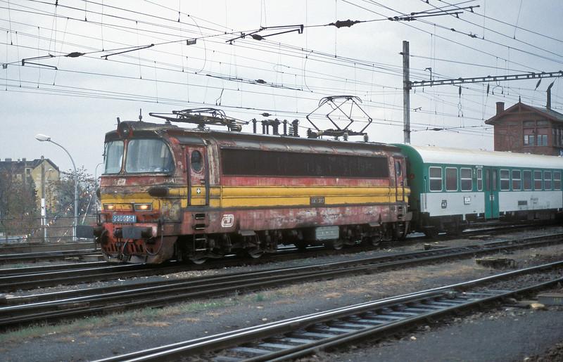 Running into Brno Hlavni Nadrazi on 6 November 2006 is CD 230-091