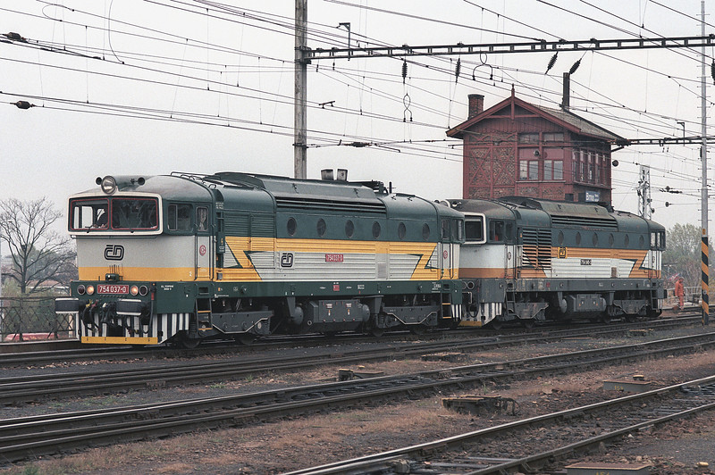 CD 'Goggles' 754-037 and 754-045 run light engine through Brno Hlavni Nadrazi on 6 November 2006