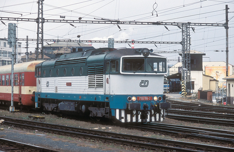 CD 750-118 is attached to a railcar trailer as it waits at Brno Hlavni Nadrazi on 6 November 2006