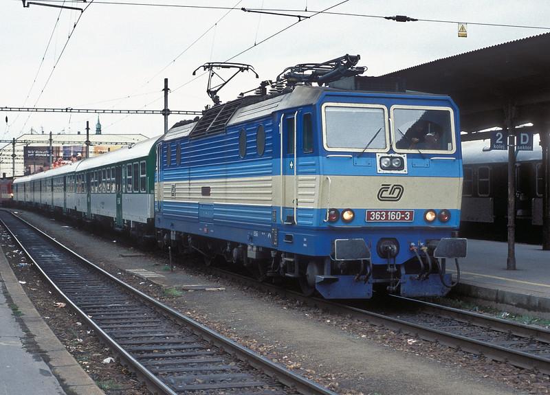 CD 363-160 is at Brno Hlavni Nadrazi on 6 November 2006