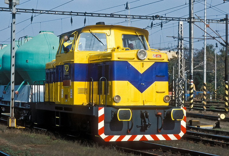 Private operator OKD 710.415 shuttles a rake of wagons at Breclav on 11 October 2007