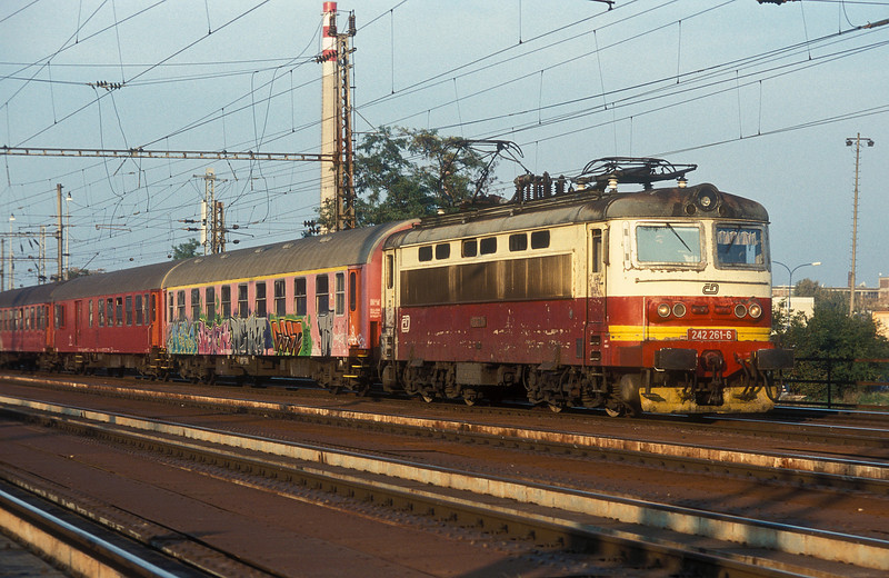 With a rake of Slovakian coaches CD 242-261 heads out of Breclav for Bratislava on 11 October 2007