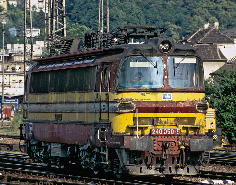 The condition of some of the Czech locos particularly the freight sector engines is, to put it kindly, deplorable. CD Cargo 240.050 passes through the station on its way to pick up a freight service