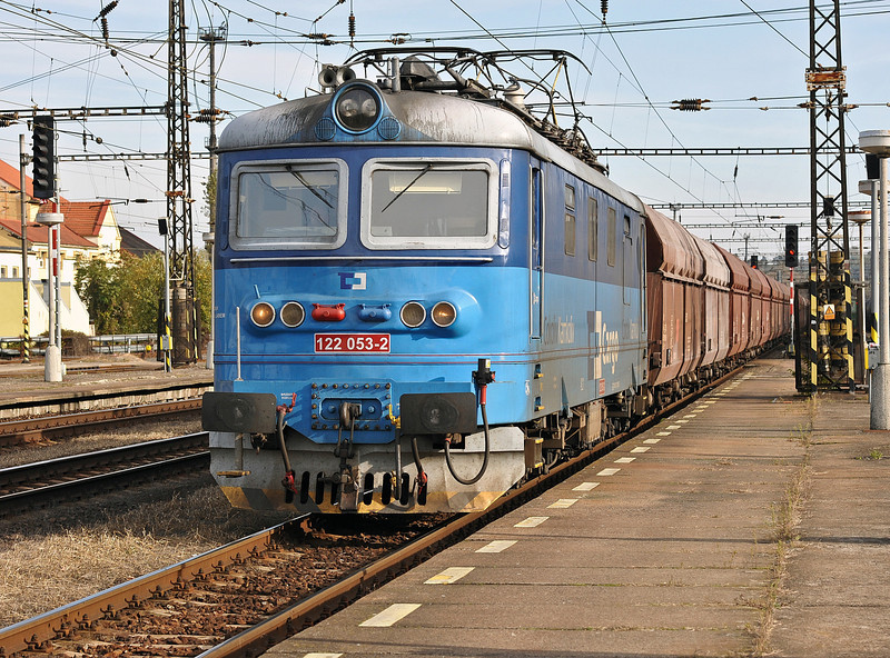 Having arrived at Kralupy nad Vitavou with a pilot loco as well as the train engine CD Cargo 122-053 has now dropped the pilot and heads north through the station on its own on 22 October 2010