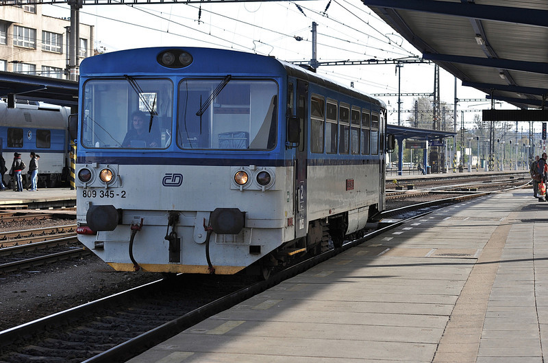 CD 809-345 waits for departure with Os20312 to Velvary on 22 October 2010