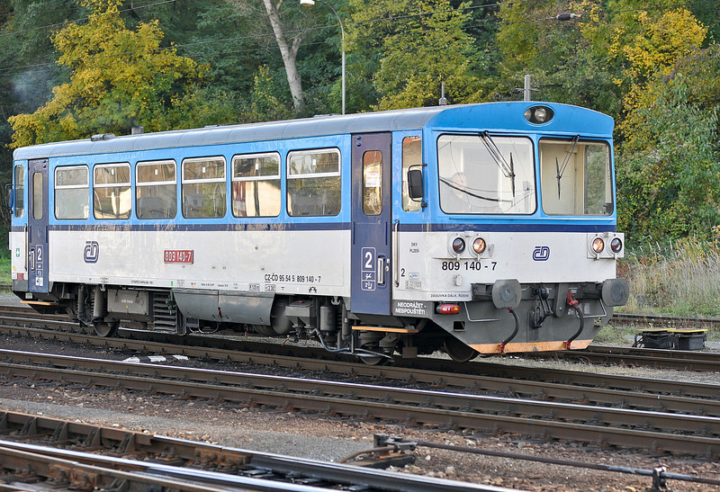 CD 809-140 runs onto the depot at Kralupy nad Vitavou on 22 October 2010
