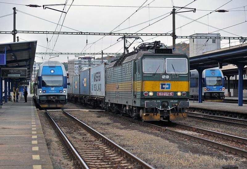 CD Cargo 163-002 splits the local passenger services as it runs through Kralupy nad Vitavou on 22 October 2010