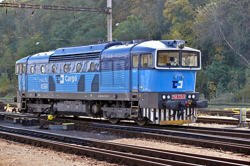 One of the rebuilt and re-powered (with a Caterpillar engine) locos of CD Cargo runs around its train at Kralupy nad Vitavou on 22 October 2010