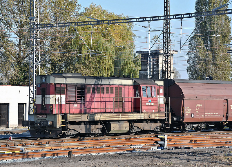 CD Cargo 742-303 leaves Kolin with a short freight on 23 October 2010