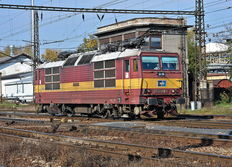 An unexpected sight at Nymburk was CD Cargo 372-009 which arrived light engine on 23 October 2010