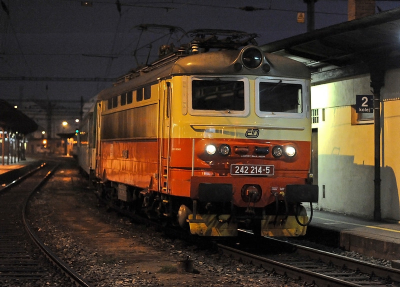 CD 242-214 waits for departure time at Brno on 24 October 2010