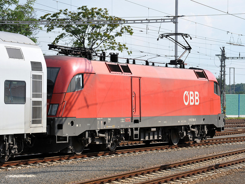 OBB 1116-104 is at the head of R2357 to Payerbach-Reichenau
