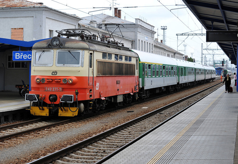 CD 242-271 arrives from Brno with R809