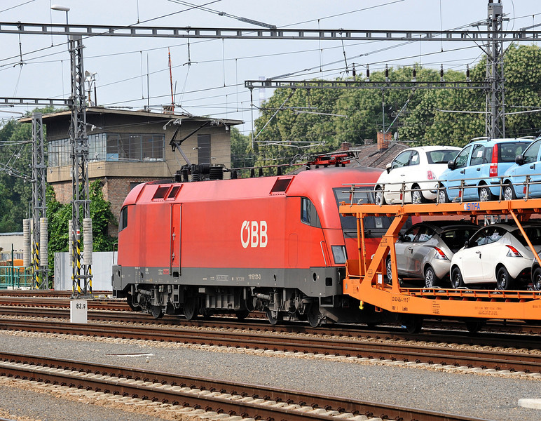 OBB 1116-121 heads south with a train of new cars