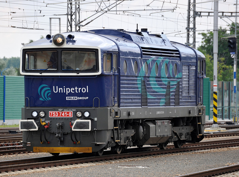 Unipetrol 753-741 runs light engine to the yards having arrived from the direction of Kuty and Slovakia