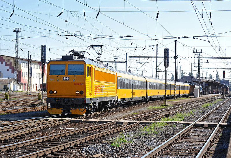 The RegioJet services started up on 26 September 2011 using former FNM locomotives and ex-OBB coaches. 162.120 is at the head of IC1010 from Havirov to Praha as it leaves the stop at Olomouc on 30 September 2011