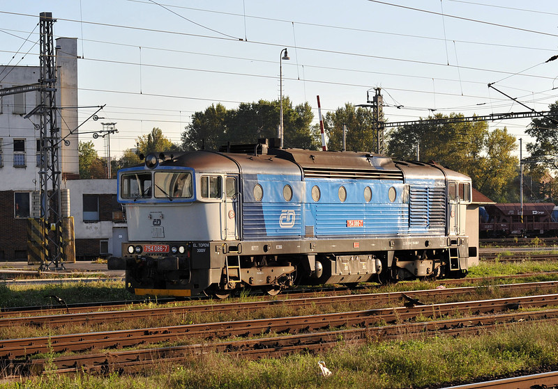 CD 754-066 runs light engine throughOstrava on 28 September 2011