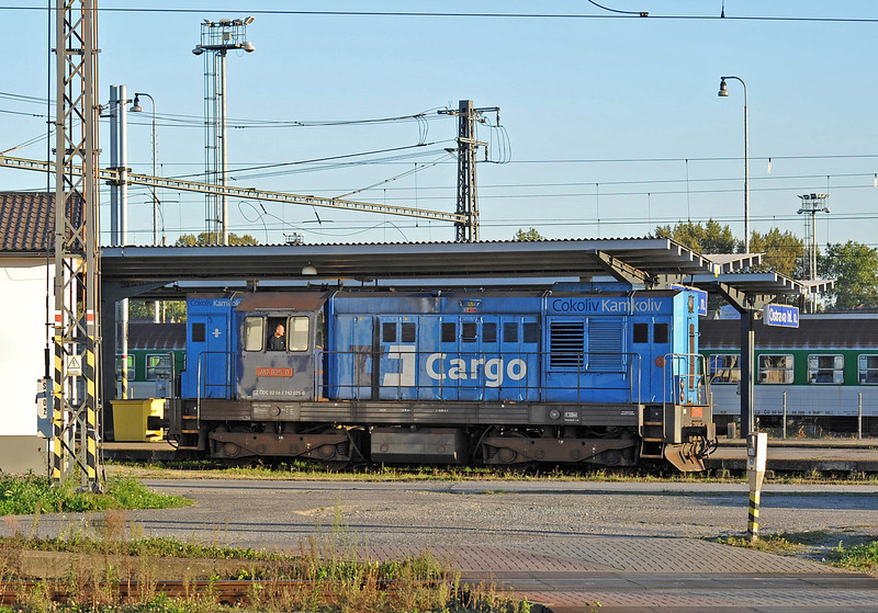 CD Cargo 742-025 runs through Ostrava on 28 September 2011 in the evening sunshine