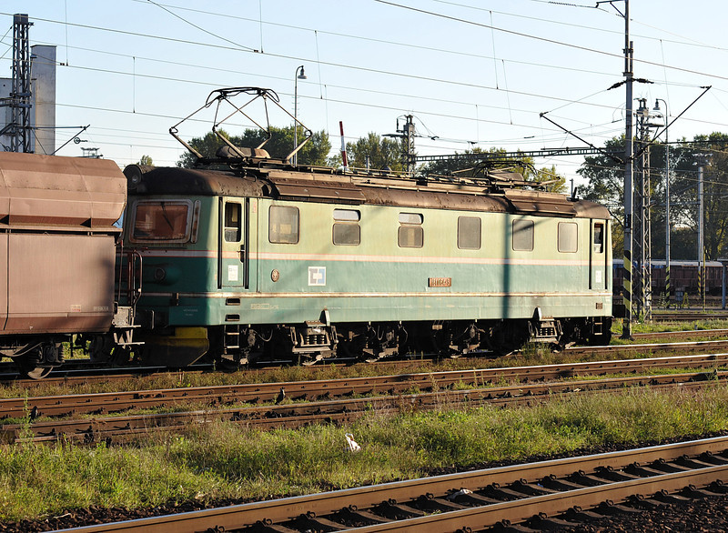 CD Cargo 181-084 passes Ostrava on 28 September 2011 with a train of hoppers
