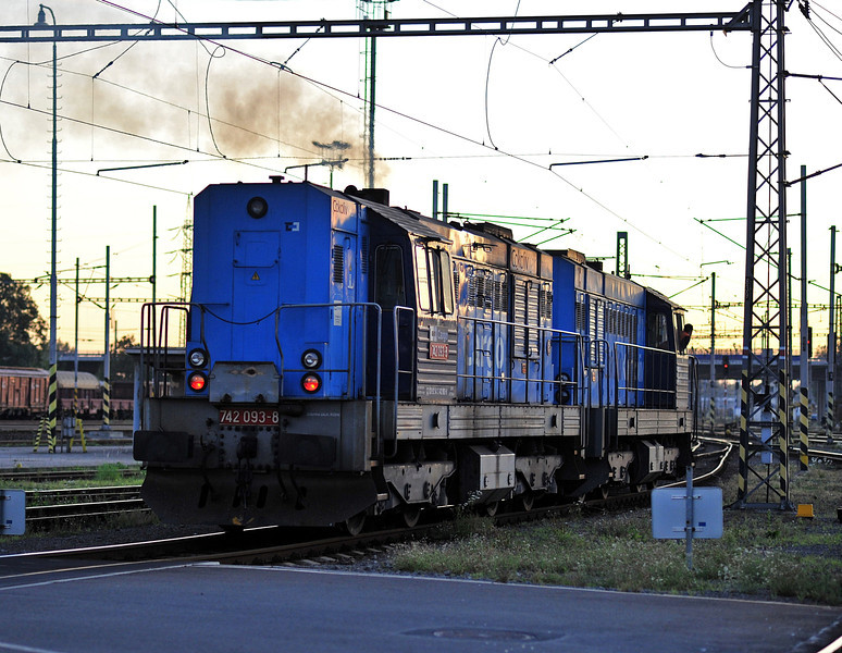 CD Cargo 742-430 and 742-093 finally get to leave Ostrava on 28 September 2011