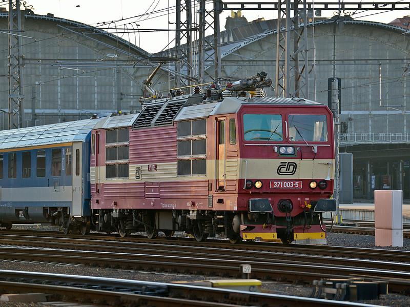 CD 371-003 Praha HN 19 October 2013