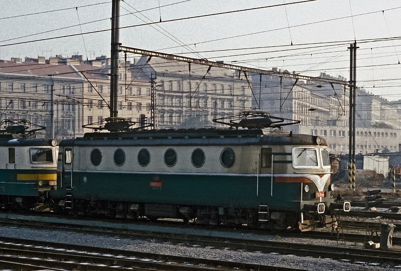 Prototype CSD 141-001 is at Praha Hlavni on 30 October 1991 displaying the 'portholes' on the side sheets instead of the rectangular windows of the majority of the class