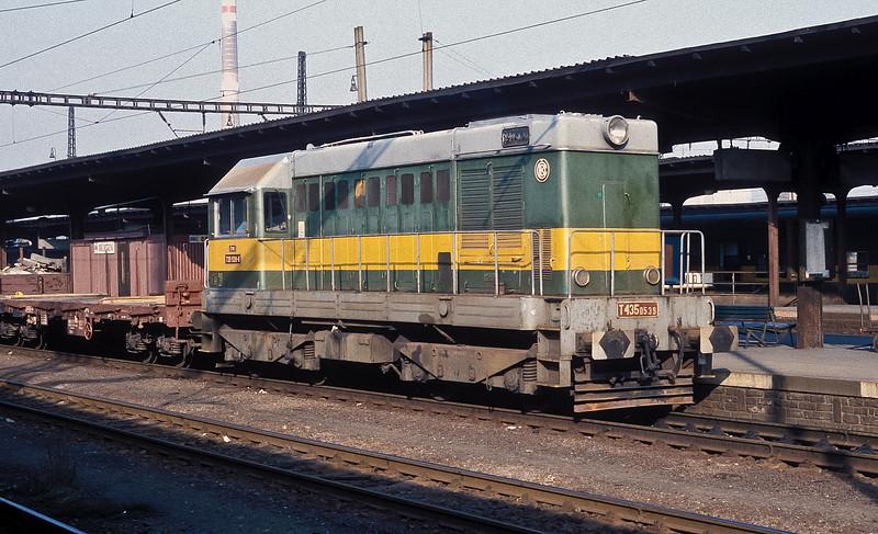 CSD 720-539 runs through Kolin with a short freight on 30 October 1991