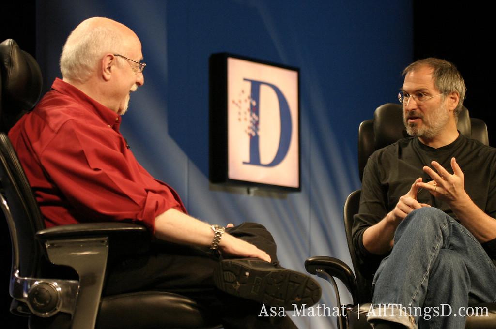Walt interviews Steve Jobs onstage at D1.