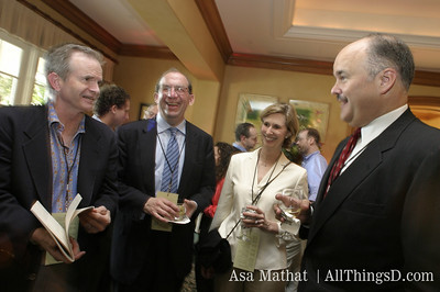 Paul Steiger chats with attendees at the inaugural D conference.