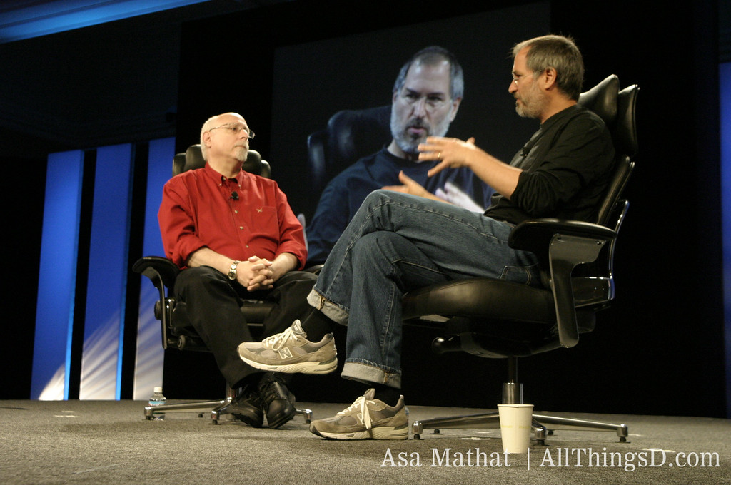 Steve Jobs talks with Walt Mossberg at the inaugural D Conference.