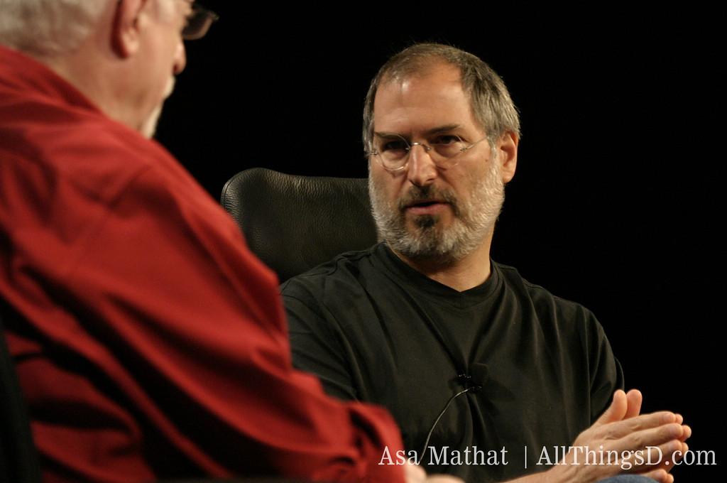 Walt Mossberg interviews Steve Jobs at D1.