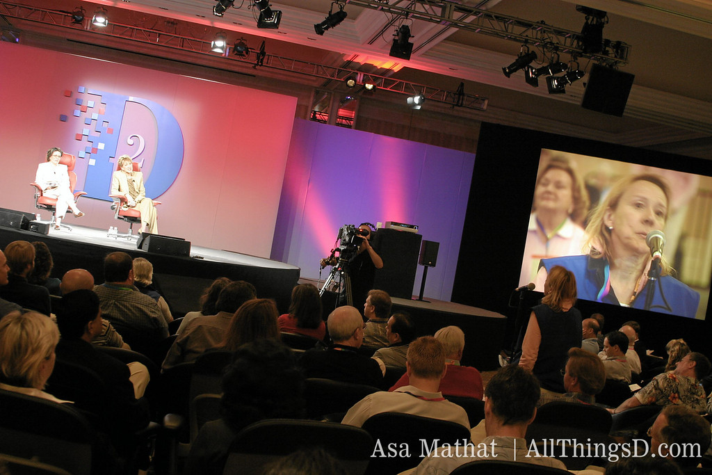 Esther Dyson asks Carly Fiorina a question during D2 in 2004.