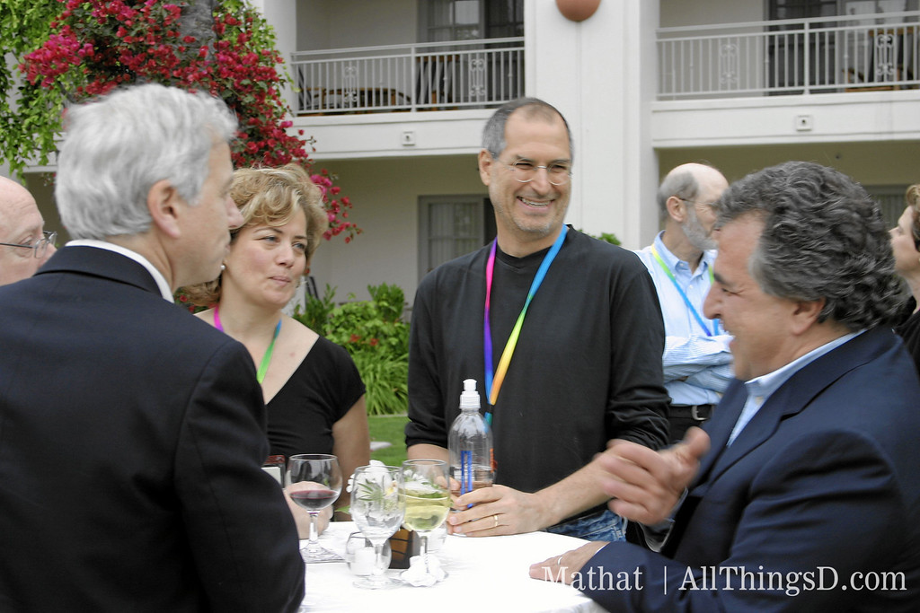 Steve Jobs chats with conference attendees during D2's opening reception, 2004.