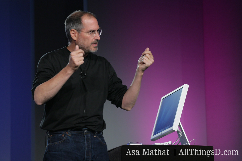 Steve Jobs makes his point during his demo at D3, 2005.