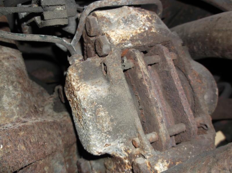 Rear brake callipers very rusty split seals