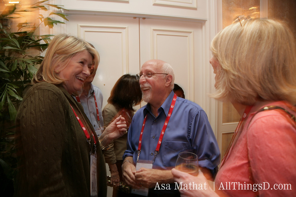 Good things: Martha Stewart and Walt Mossberg catch up at D5.