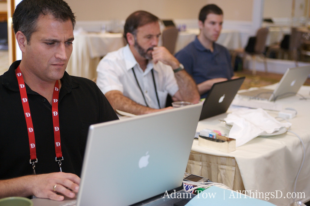 Behind the scenes: John Paczkowski live blogs D5. John Sullivan and Raanan Bar-Cohen are working hard.