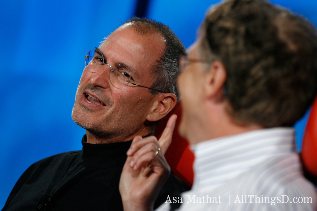 Jobs makes a point to Gates during their joint interview at D5 in 2007.