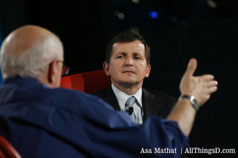 Walt asks a question to Charles Simonyi